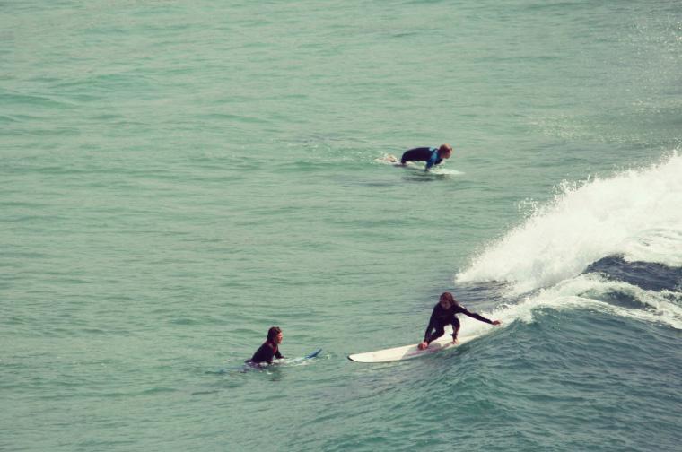Sommer Wellen in der Bretagne