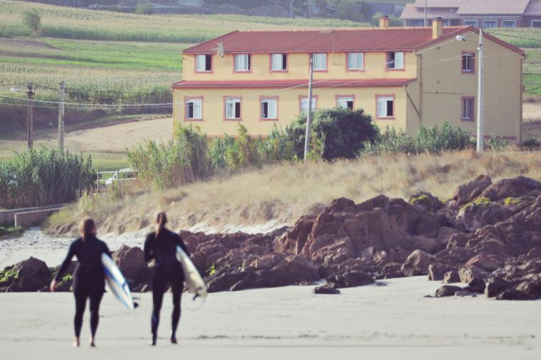 nur wenige Meter trennen Strand und Haus